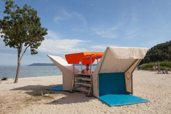 French pop up beach library
